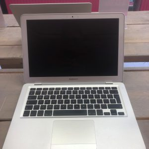 Macbook Air   13-inch 2008  2GB   120GB (Marge)
